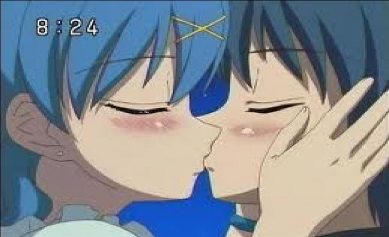 Hanon embrasse ... . (photo)
