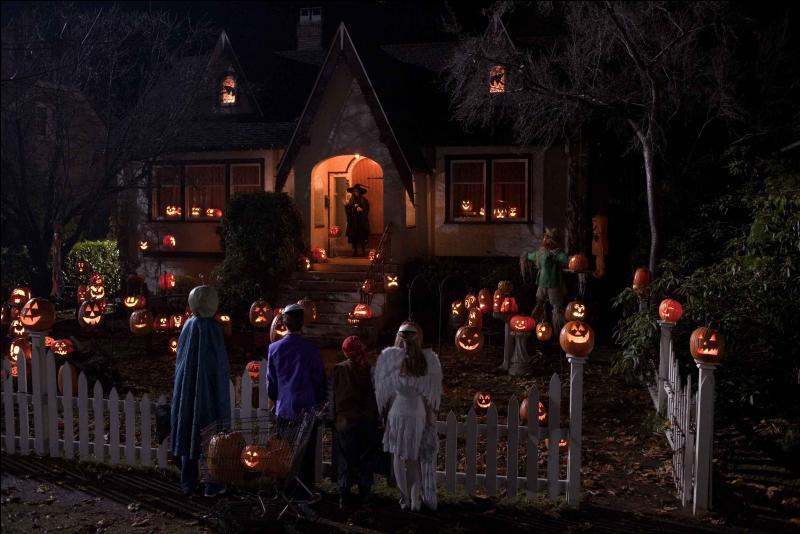 Voici une maison très accueillante ! Qu'aurait un anglais à la porte de la maison pour la fête ?