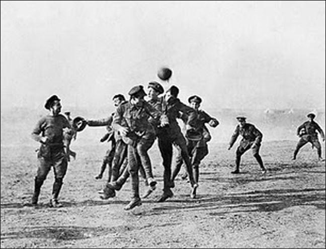 Quel motif provoque la déclaration de guerre de l'Angleterre à l'Allemagne ?