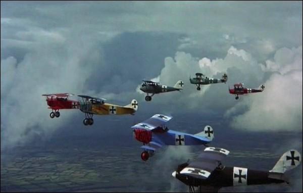 Quand la chasse aérienne fait-elle officiellement son apparition ?