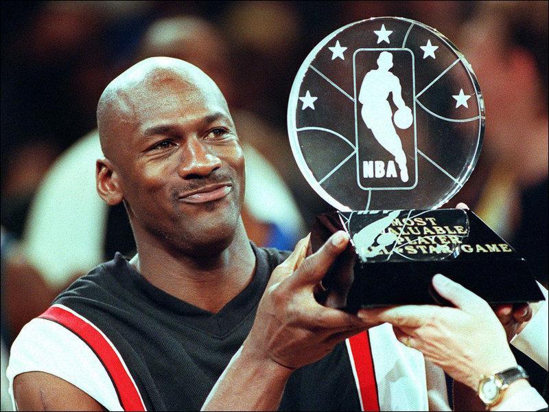 Le meilleur joueur de l'histoire du basket-ball est sur la troisième marche de ce classement des meilleurs marqueurs de NBA, avec son numéro 23 vous l'avez reconnu, il s'agit de ?