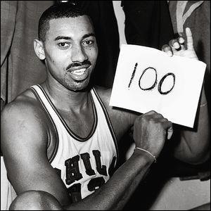 L'homme qui a réussi à mettre 100 points en un seul match est le cinquième meilleur marqueur de l'histoire de la NBA, il a remporté deux titres avec les Philadelphia 76ers et les Los Angeles Lakers, qui est ce joueur ?