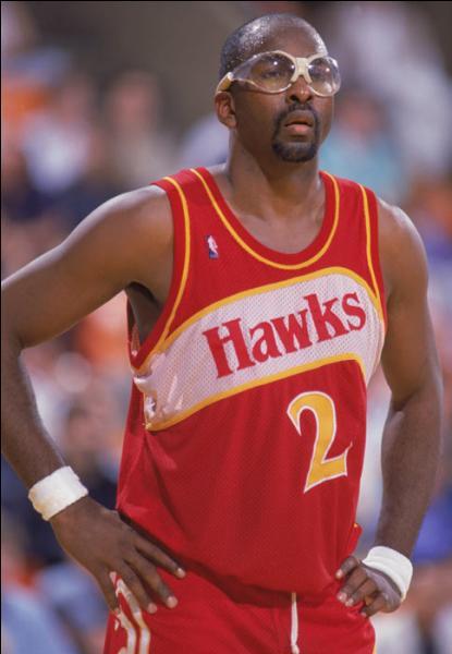 Peut-être un peu moins célèbre que les premiers, le septième meilleur marqueur de l'histoire de la NBA a tout de même remporté 3 titres de MVP et un titre avec les Philadelphia 76ers, quel est ce joueur ?