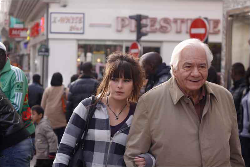 Quel est le titre du film réalisé par Emilie Deleuze et sorti en 2010, avec Michel Galabru dans le rôle principal, qui raconte la cohabitation d'un vieux grincheux et d'une jeune étudiante ?