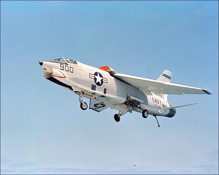 Le Vought F-8 était surnommé :