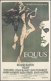 Comme son nom l'indique, ce film a un rapport étroit avec les chevaux, un jeune homme leur fait du mal. que leur fait-il ?
