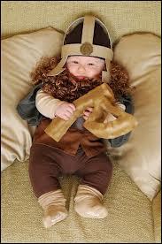 Mais ce bébé est bien déguisé en :