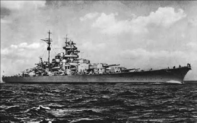 Le Bismarck (photo) a été un bâtiment de guerre allemand qui a été coulé lors de sa première mission pendant la 2e Guerre mondiale. Pouvez-vous trouver quelle fut sa fin réelle ?