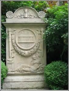Je suis né à Paris le 15 février 1739 et décède dans cette même ville le 6 juin 1813. Architecte de style  néo-classique , on me doit des constructions et certaines conceptions de projets comme le Père-Lachaise, l'hôtel de Montesquieu (1781) ou encore un palais qui porte mon nom dans la capitale, je suis inhumé dans la division n°11. Je me nomme :