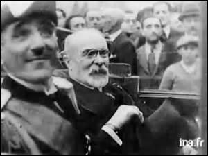 Homme politique, né en 1862 dans les Basses-Pyrénées. Ministre des Travaux publics, de l'Intérieur, Garde des sceaux, président du conseil du 22 mars au 9 décembre 1913, je décède accidentellement alors que je suis ministre des Affaires étrangères par une balle tirée par un policier lors de l'attentat du roi Alexandre 1er de Yougoslavie le 9 octobre 1934 à Marseille. Je suis :