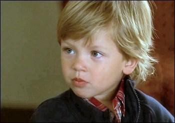 Dans ''l'apprenti sorcier', qu'est-ce que Wyatt extrait de la télévision ?