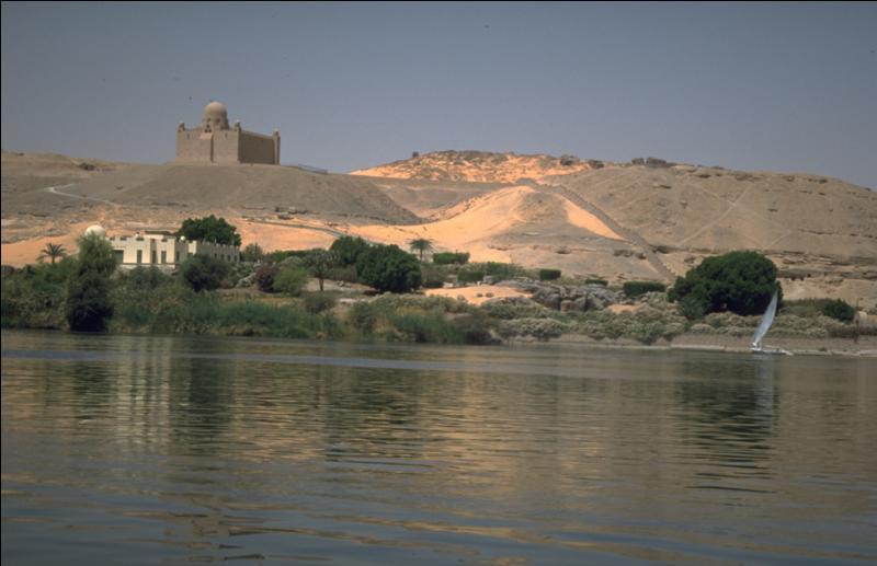 Quel pays n'est pas traversé par le Nil, plus long fleuve du monde ?