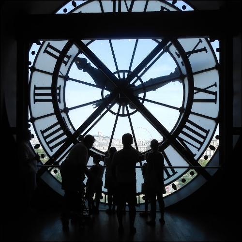 Même une horloge arrêtée donne l'heure juste deux fois par jour.   Sauf celle :