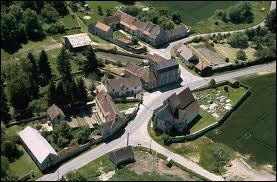 Nous survolons la commune Marnaise de La Ville-sous-Orbais. Nous sommes donc dans le ciel de la région ...