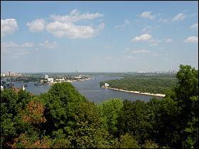 Dans quelle capitale le Dniepr passe-t-il ?