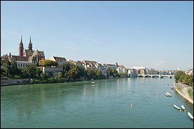 Le Rhin fait frontière entre la _________ et l'________.