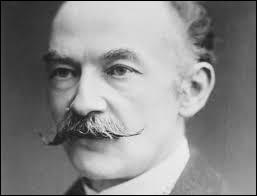 Romancier, poète et homme de théâtre, il publie au total quatorze romans dont   Tess d'Uberville   en 1891,   Jude l'Obscur   en 1895. De qui s'agit-il ?