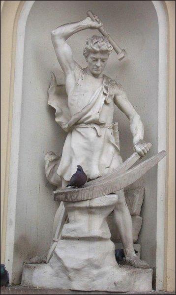 Attention ! Comment se nomme cette figure allégorique de la République Française ? (Ce n'est pas la personne recherchée sur l'image ! )