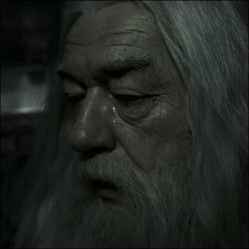 N'aie pas pitié des morts, Harry. Aie plutôt pitié des vivants et surtout //*é-'é- '$¨ùµ-'_&-'_ -. Ah ! Erreur de transcription ? Que nenni ! Retrouvez la fin de la citation.