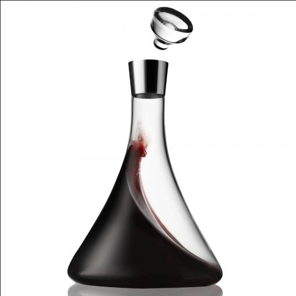 Dans la composition du vin, il y a de l'eau.