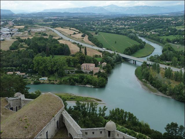 Un affluent désigne l'endroit où deux rivières se rejoignent.