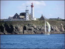 Je vous emmène à Plougonvelin, commune bretonne où nous verrons le phare de la Pointe Saint-Mathieu. Nous serons dans le département ...
