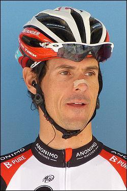 A. K. : Cycliste allemand, j'ai remporté Paris-Nice en 2000 et ai terminé 2 fois deuxième du tour de France. Je suis...