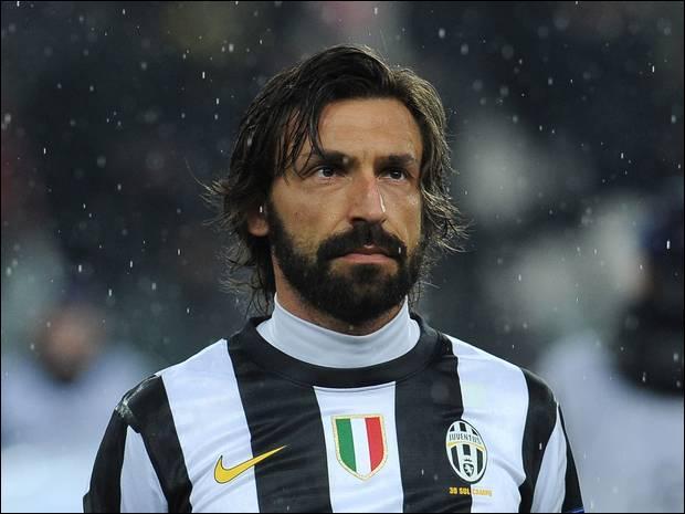 A. P. : Footballeur italien né en 1979, je rejoins la Juventus en 2011 après 10 ans passés au Milan AC. Médian, je compte 102 sélections en équipe d'Italie, je suis...