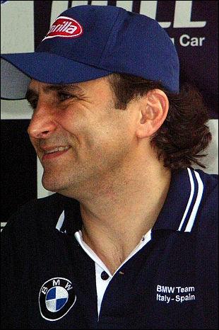A. Z. : Pilote automobile italien, je débute en F1 en 1991, mais à la suite d'un accident, me tourne vers le KART, où je brille en étant 2 fois champion du monde de suite en 1997 et 1998. Je suis...