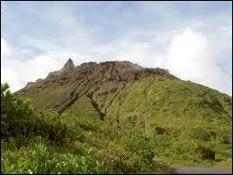 Quel volcan de Guadeloupe est situé dans le sud de l'île de Basse-Terre ?