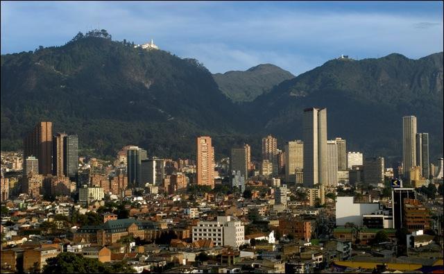 Bogota située à 2 600 m d'altitude est la capitale la plus haute d'Amérique du Sud.