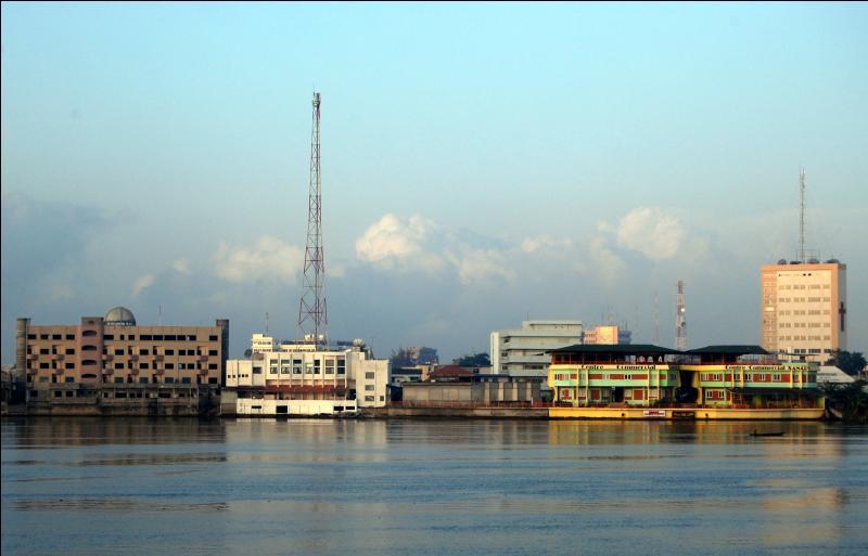 Parmi ces 3 pays africains, lequel est le seul à avoir une façade maritime ?