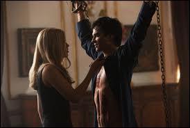Dans cet épisode, Damon se fait torturer par Rebekah, pourquoi ?