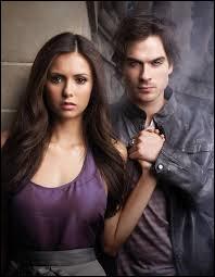 Dans la saison 4, Elena se fait des mèches dans les cheveux. De quelle couleur sont-elles ?