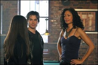 Pourquoi Damon part-il en Géorgie avec Elena ?