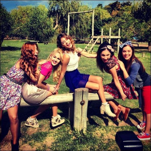 Quelle est la nouvelle chanson d'amitié entre Violetta, Francesca et Camila ?