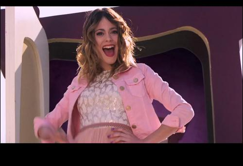Avec quelle actrice de Violetta chante-t-elle  Si es por amor  ?