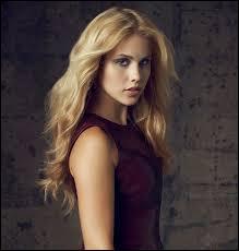 Qui joue le rôle de Rebekah Mikaelson ?