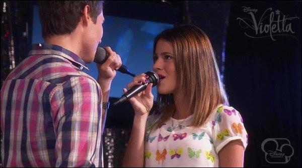 Quelle chanson chantent León et Violetta sur cette photo ?