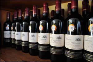 Non ! Comment non ? Vous préférez m'accompagner en Corse. Allons, je vous conduis vers le golfe de Saint-Florent et nous boirons le vin rouge de Patrimonio dont le cépage est :