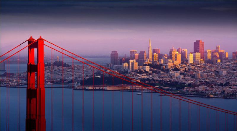 Quelle est cette ville parfois surnommée  The city by the bay  ?