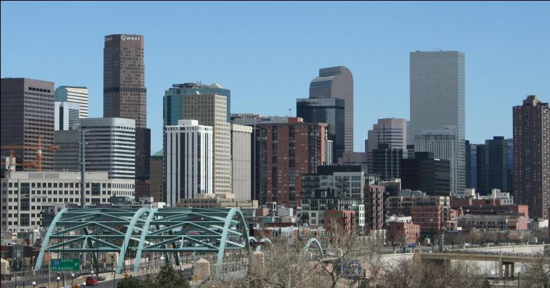 Quelle est cette ville surnommée la  Mile-High City  car son altitude officielle exacte est d'un mile (1 609 m) au-dessus du niveau de la mer ?
