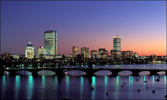 Quelle est cette ville réputée pour son excellence culturelle à travers ses universités, ses bibliothèques et ses festivals ?
