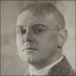 Né à Péronne (Somme) en 1882, de mon vrai nom Pierre Dumarchey, écrivain, essayiste et poète prolifique, on me doit des œuvres comme  Le quai des brumes  en 1929 ou  L'Ancre de la miséricorde  en 1941. Mobilisé le 2 août 1914, je rejoins le 69e régiment d'infanterie à Toul (Meurthe-et-Moselle), je décède en Seine-et-Marne le 27 juin 1970, je suis :