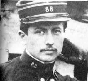 Né en 1886 à la Chapelle-d'Angillon (Cher), romancier, je décède le 22 septembre 1914. D'après les renseignements, on aurait reçu l'ordre de tirer sur des brancardiers allemands, considéré comme un crime de guerre, l'ennemi nous auraient mitraillés, nos corps ne seront retrouvés et identifiés qu'en 1991 dans une fosse, mon œuvre principale est  le Grand Meaulnes  :