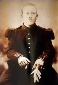 11 novembre 1918, 5h15 min, l'armistice est signé et le cessez-le-feu est effectif à 11h. A 10h55 min, un soldat de 1ère classe mobilisé depuis 1914 est abattu d'une balle dans la tête, alors qu'il porte un message à son capitaine dans le village de Vrigne-Meuse (Ardennes), il reste dans l'histoire comme le dernier soldat français mort pour la France de la 1ère Guerre mondiale, il s'appelait...
