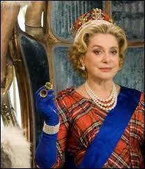 Qui joue le rôle de la reine ?