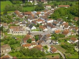 Nous survolons la commune Haut-Saônoise de Vellexon-Queutrey-et Vaudey. Nous sommes dans le ciel de la région ...