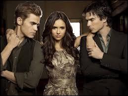 Avec qui Elena est-elle sortie avant que le lycée recommence ?