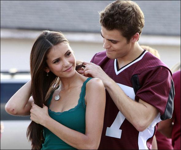 Comment Elena rencontre-t-elle Stefan ?